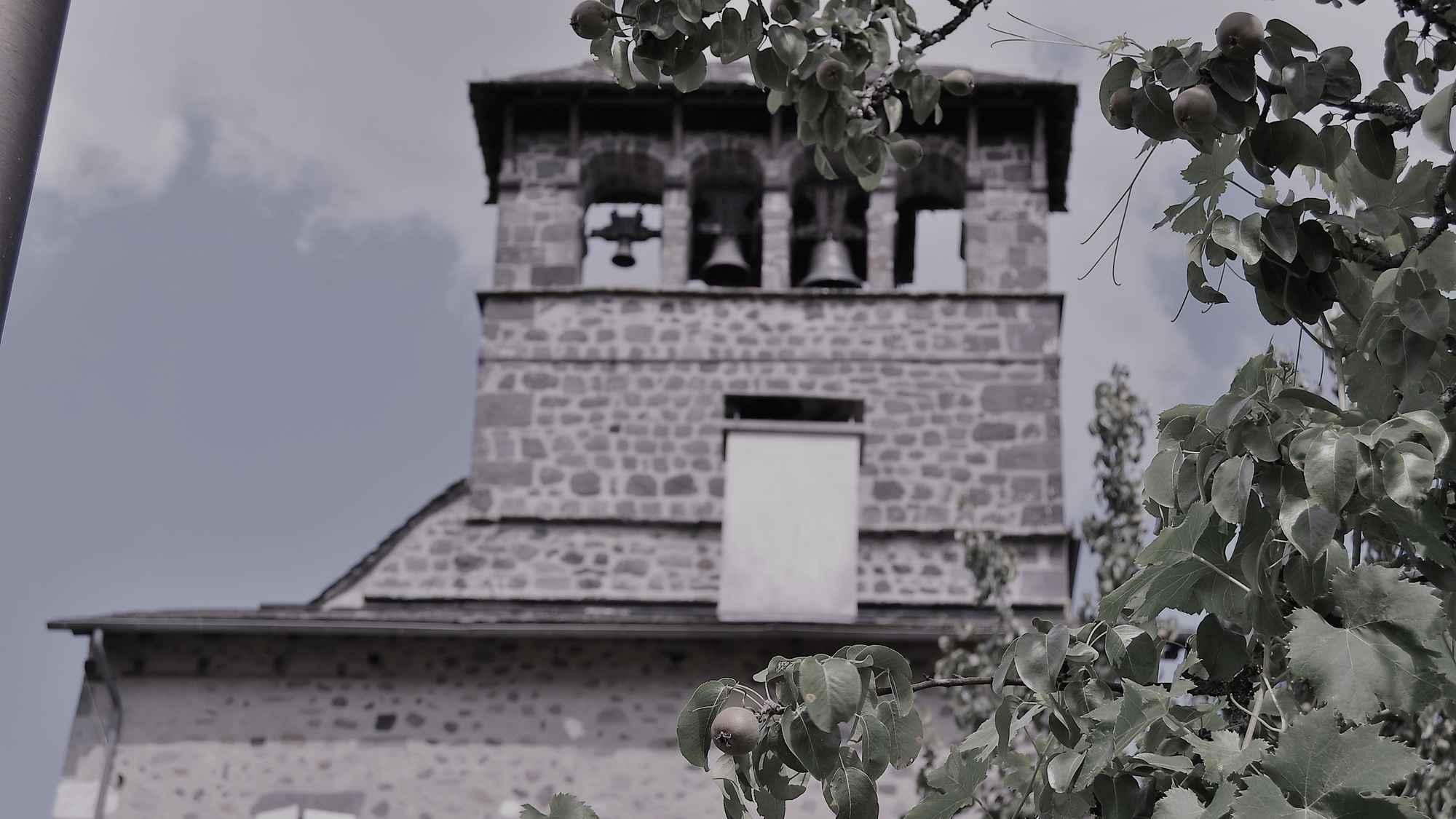 Vue clocher noir et blanc ret